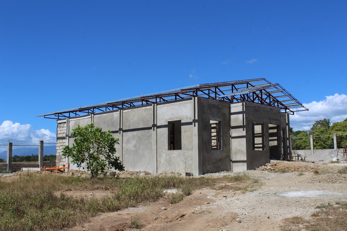 The yet to be completed Mango Processing Facility and Marketing of the I-REAP Component will cater to more than 300 members of its proponent group as well as other mango growers of neighboring barangays.(Photo by Leira Vic Colongon, DA-PRDP MIMAROPA RPCO InfoACE Unit)