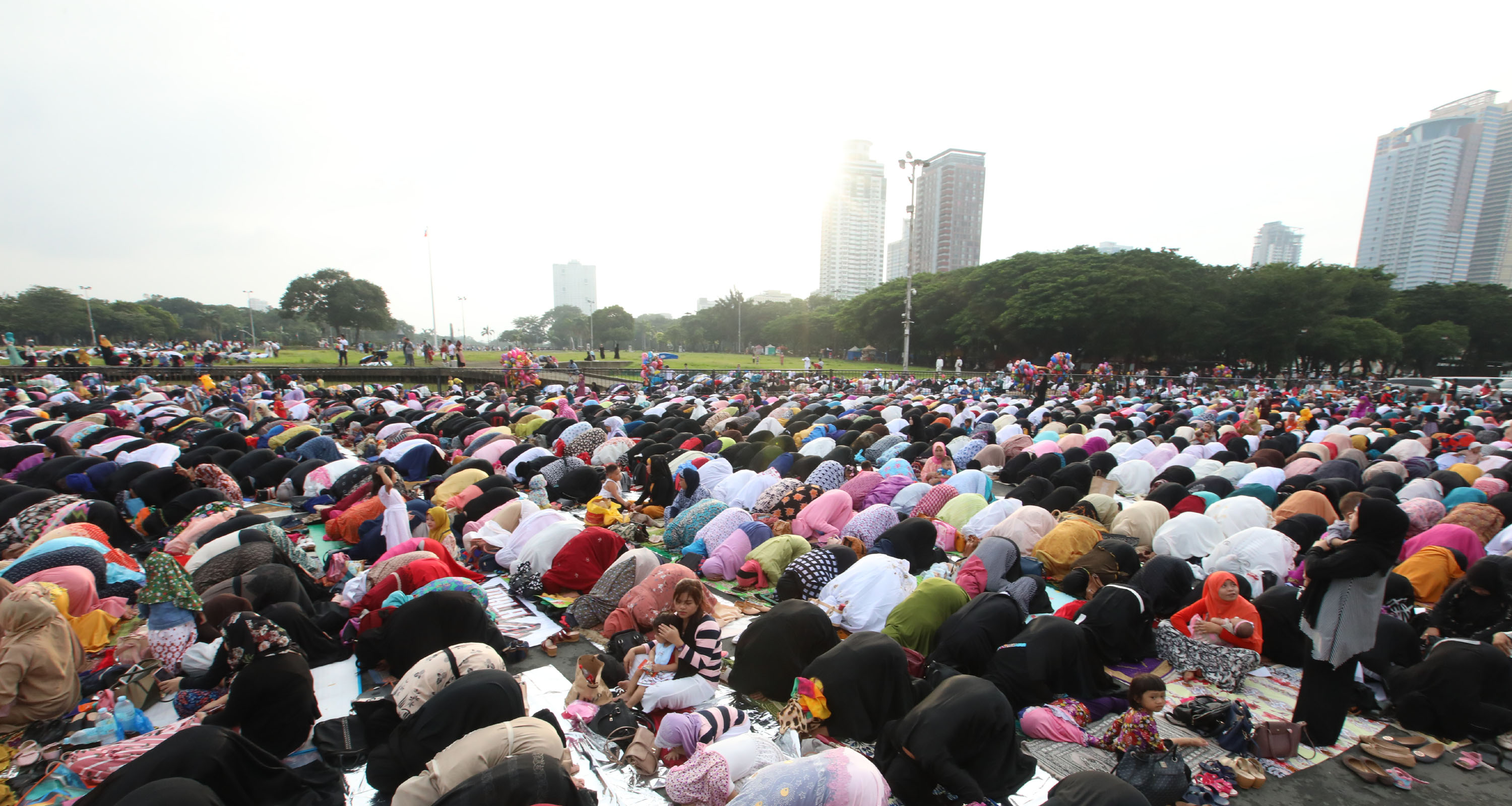 Photo credit: PNA photo by Avito C. Dalan. EID AL-ADHA. Muslims celebrate Eid al-Adha or the Feast of Sacrifice at the Quirino Grandstand in Manila on Tuesday (August 21, 2018). It is the most important festival in the Islamic calendar as Muslims gather to feast on halal dishes, exchange gifts and mingle with family and friends.