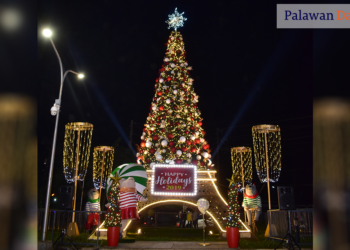 The 50-foot Eiffel Tower-inspired Christmas tree outside SM City Puerto Princesa. Photo by Eugene Murray/Palawan Daily News