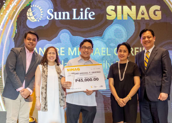 André Mikhail Obierez, Palawan Daily News writer is one of the three national winners of the Sun Life's SINAG: Financial Literacy Journalism Awards, December 11, 2019 (Photo courtesy of Sun Life Philippiens).