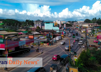 """The controversial """"double traffic light"""" in Barangay San Pedro. Photo by Gillian Faye Ibañez/Palawan Daily News"""