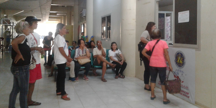 Senior citizens coming from the different barangays of the City of Puerto Princesa patiently waiting at the Office of the City Election Officer in order to get their voter's certification. The said document is one of the requirements to get their quarterly allowance from the City Government amounting to P1,500. (Photo by Diana Ross Cetenta/Palawan Daily News)