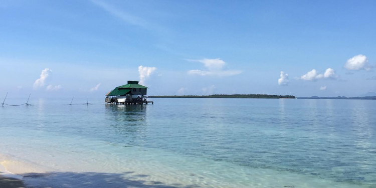 The shore along Brgy. Panitian, Sofronio Española, with King's Paradise in the distance. Photo courtesy of Abdi Velasco