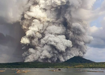 The Taal Volcano erupted last Sunday, January 12, 2020, emitting volcanic ash that affected CALABARZON, Metro Manila, and nearby regions. Photo courtesy of @madelfab/Twitter